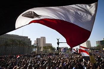 egypt-flag-crowd